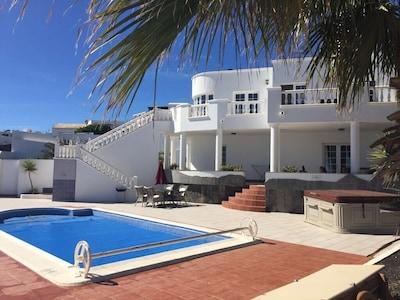 Luxury Villa, Sea Views, Heated Pool, Hot Tub, Games Room, SkyTV and FREE WiFi