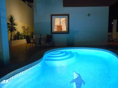 Villa con piscina privada y vistas al valle