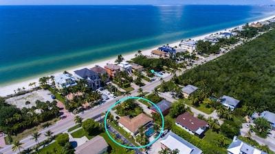Arrow marks beach access