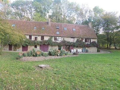 Un ancien Moulin d'une superficie de 300 m2 habitable, au milieu de la nature.