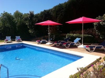 hermosa villa de 4 dormitorios / baño piscina climatizada gratis octubre y noviembre, diciembre, WiFi rápido gratis