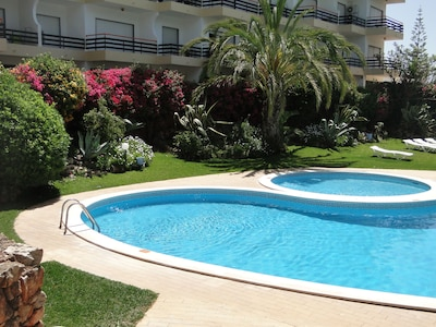 Vilamoura, Good location with sea view and swimming pools