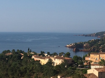 Impresionantes vistas al mar, a pie de playa, piscina compartida, zona tranquila cerca de Cannes, wi-fi