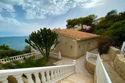 Big private parking space and then a few steps down to you Holiday house