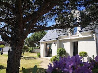 Jardin et façade de la maison