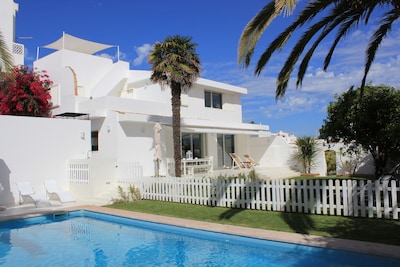 Garden villa with pool in the historic center of Lagos only 100m from the beach.