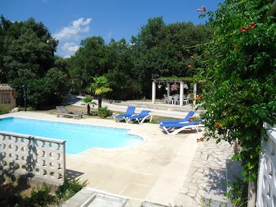 piscine, jardin et terrasse BBQ