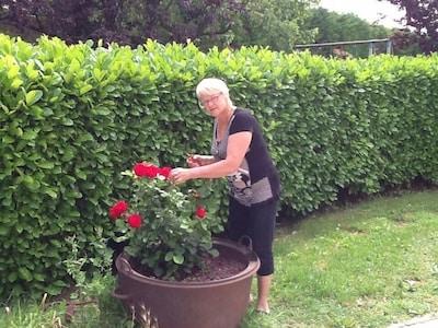 Hélène dans ses fleurs