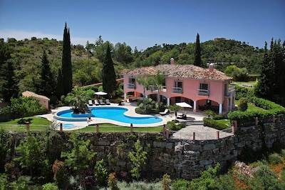 Ultra-exclusive 7 bed villa located just minutes from Puerto Banus and Marbella