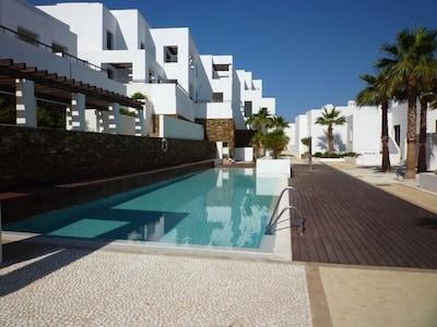 Apartamento de lujo de 5 * en primera línea en Playa Macenas Golf & Beach Resort