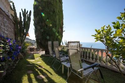 Luxusvilla-Apartment mit Panorama-Meerblicken