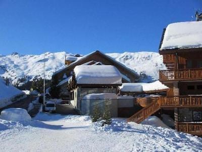 chalet 4* dans le quartier chic et calme du Belvédère, LABEL MERIBEL ski in/out