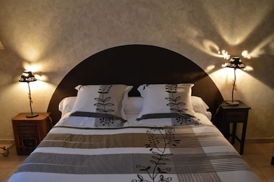 Grande chambre agréable (lit en 160)  Possibilité d'ajouter lit bébé  (prêté).