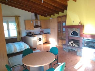 Apartamento rustico con jardin y chimenea