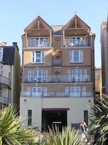 LUXURY PENTHOUSE APARTMENT ALONG  ILFRACOMBE SEAFRONT! GREAT FOR FAMILIES !
