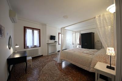 Camera Matrimoniale con baldacchino