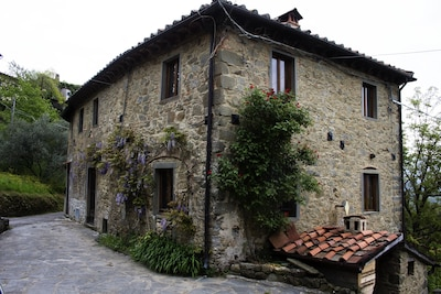 Beautiful House to Let che domina la valle di Bagni di Lucca