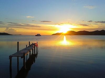 La vue depuis la plage de maora, à 100 mètres du studio.