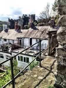 www.castleviewcottage.com viewed from  medieval walls