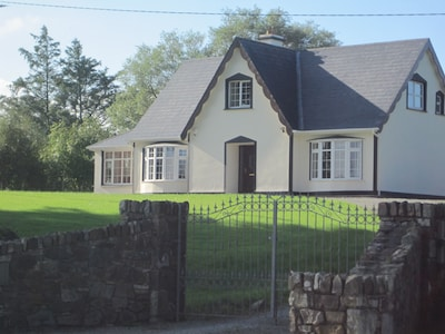 pine tree house,4star failte ire .4bedrooms,4 bathrooms.sun and games room.