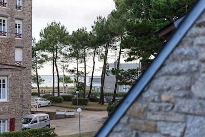 De la loggia côté droit, vue partielle sur mer.
