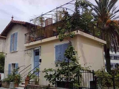 Independent small house/studio part of 1920s villa