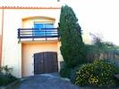 villa avec vue sur le parking sous le balcon - villa overlooking the parking under the balcony