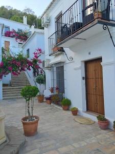 Amplio apartamento con piscina compartida en el pueblo tradicional español VFT / MA / 06793