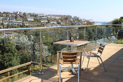 Family 4-Bed House With Balcony, Deck, Garden And Views Of The Hills And Village
