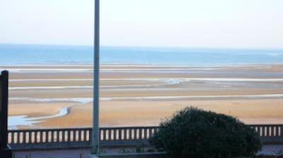 Vue mer basse et sur la promenade Proust