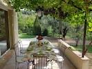 La terrasse ombragée, c'est l'endroit idéal pour vos petits déjeuners d'été !