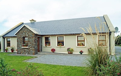 Curlew Cottage - surprisingly spacious inside!