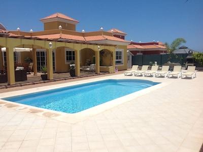 'Villa Jasmine' es una fabulosa propiedad de lujo, piscina privada, golf y vistas al mar