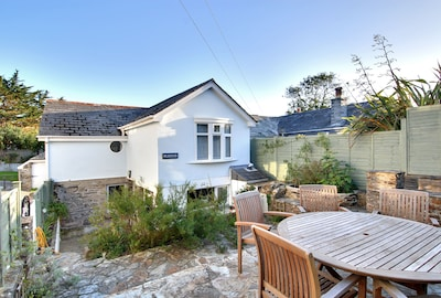 Puffins Cottage, Rock is very close to the beach, parking for 3 cars and garden.