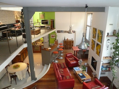 Vue d'ensemble cuisine, salon, salle dans sur jardin privatif