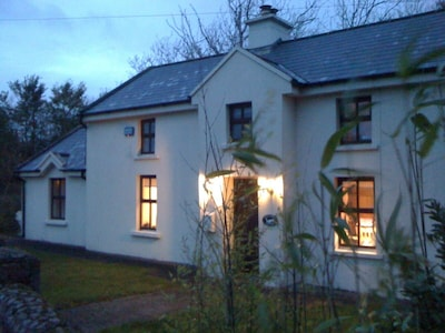 perfect cosy peaceful escape to the country, close to variety of sandy beaches