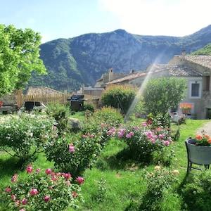 Le jardin face au gîte