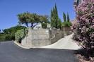 Mur d'enceinte de la location à l'angle des rues de le Garenne et de l'Eglise
