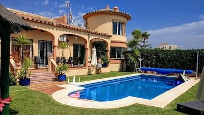Fantástica Villa totalmente equipada con piscina privada climatizada y vistas al mar