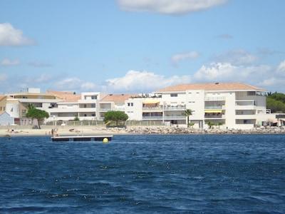 Appartement moderne en bord de plage au sud de la France, vue mer, parking privé
