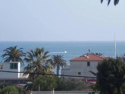 Résidence avec piscine, plage à 100 m, 5 min Cannes et Juanlespins, wifi