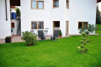 Die Wohnung, Terrasse und ihr Garten