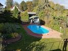 Blick von Dachterasse in den Garten mit Pool