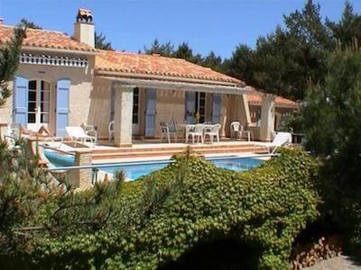 1) La villa et sa piscine