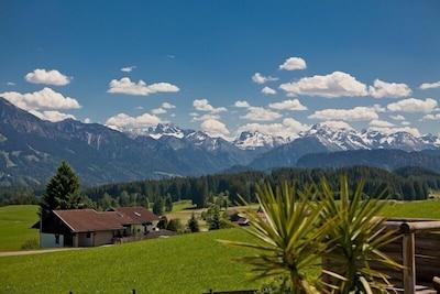 Traumhafte Ferienwohnung m. Sauna, Kamin, Bergblick u. Bergbahntickets inklusiv