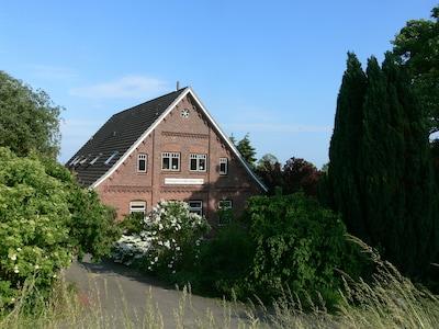 Alte Dorfschule von 1888 in Jork (Hove), an der Este