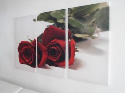 Romantisches Wandbild im großen Wohnzimmer