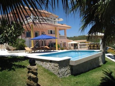 Villa con piscina, vistas hermosas, para toda la familia