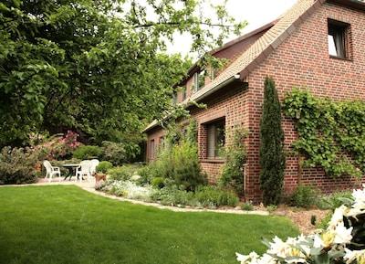 Unser Haus in grüner Umgebung