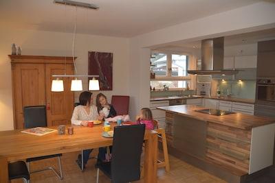 Großzügiger Wohn-u.Essbereich mit offener Küche u. Kochinsel